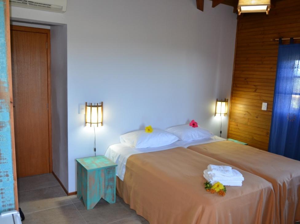 quarto-solteiro-hotel-rossoma-pousada-praia-do-rosa-santa-catarina