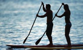 Prática de esportes na Praia do Rosa