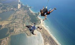 Paraquedismo na Praia do Rosa: venha viver essa aventura!